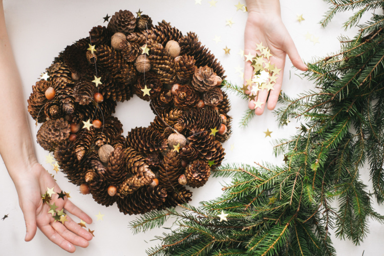 diy-christmas-cone-wreath-00