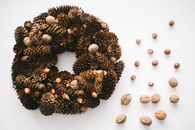 diy-christmas-cone-wreath-03