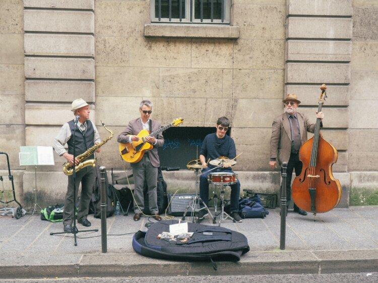 https://simplebeyond.com/wp-content/uploads/2016/07/Picnics-in-Paris-1-13.jpg