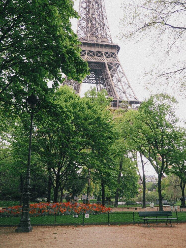 https://simplebeyond.com/wp-content/uploads/2016/07/Picnics-in-Paris-1-4.jpg